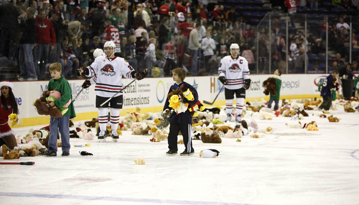 266362cdc TEDDY BEARS FLY EARLY, HOGS PICK UP FIFTH STRAIGHT